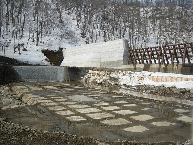 八幡平山系竜川地区外砂防堰堤工事